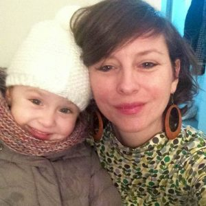 Bonjour, je m'appelle Noemi, je suis une maman solo de 39 ans et je vis avec ma petite de bien